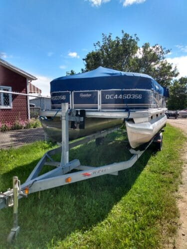 Suntracker 18 pied party barge